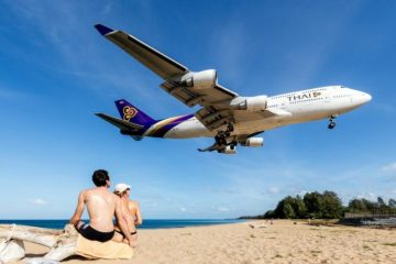 Phuket International Airport Punya Spot Foto untuk Berfoto Dengan Latar Pesawat Mendarat
