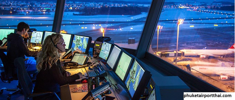 Pengontrol Lalu Lintas Udara di Bandara Internasional Phuket Thailand